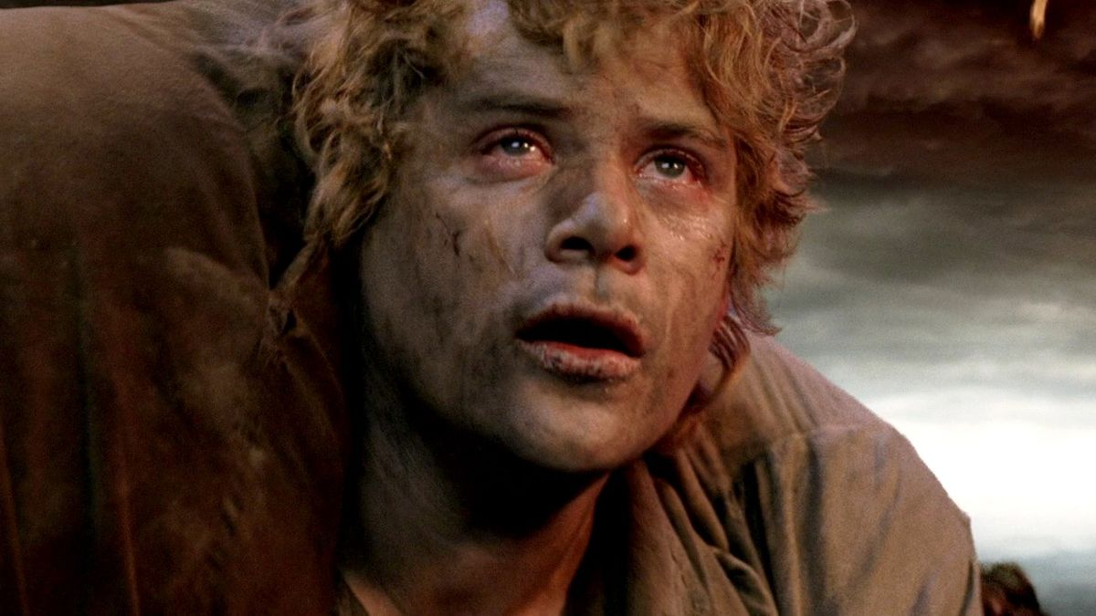 Sam looks up at Mt. Doom, carrying Frodo on his back, in The Lord of the Rings: Return of the King