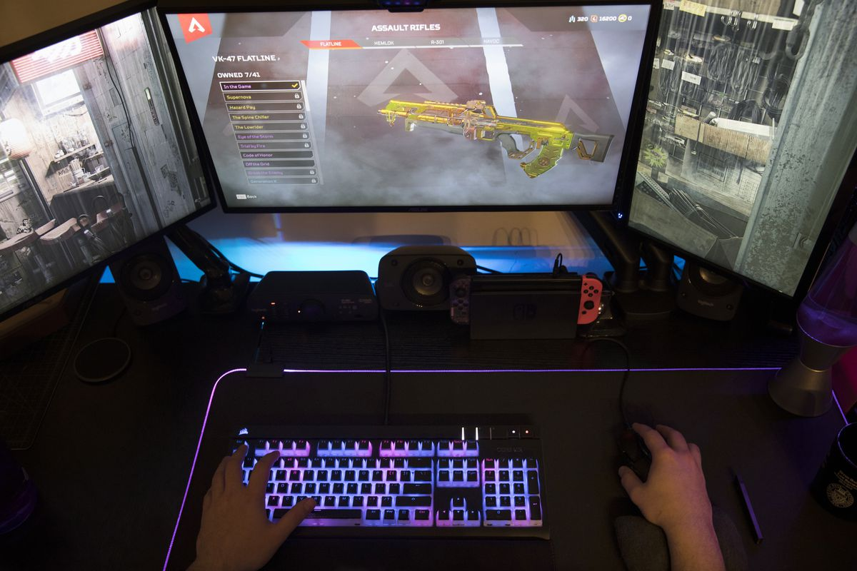 """In this Wednesday, March 6, 2019, photo a gamer plays Electronic Arts' """"Apex Legends"""" in Jersey City, N.J."""