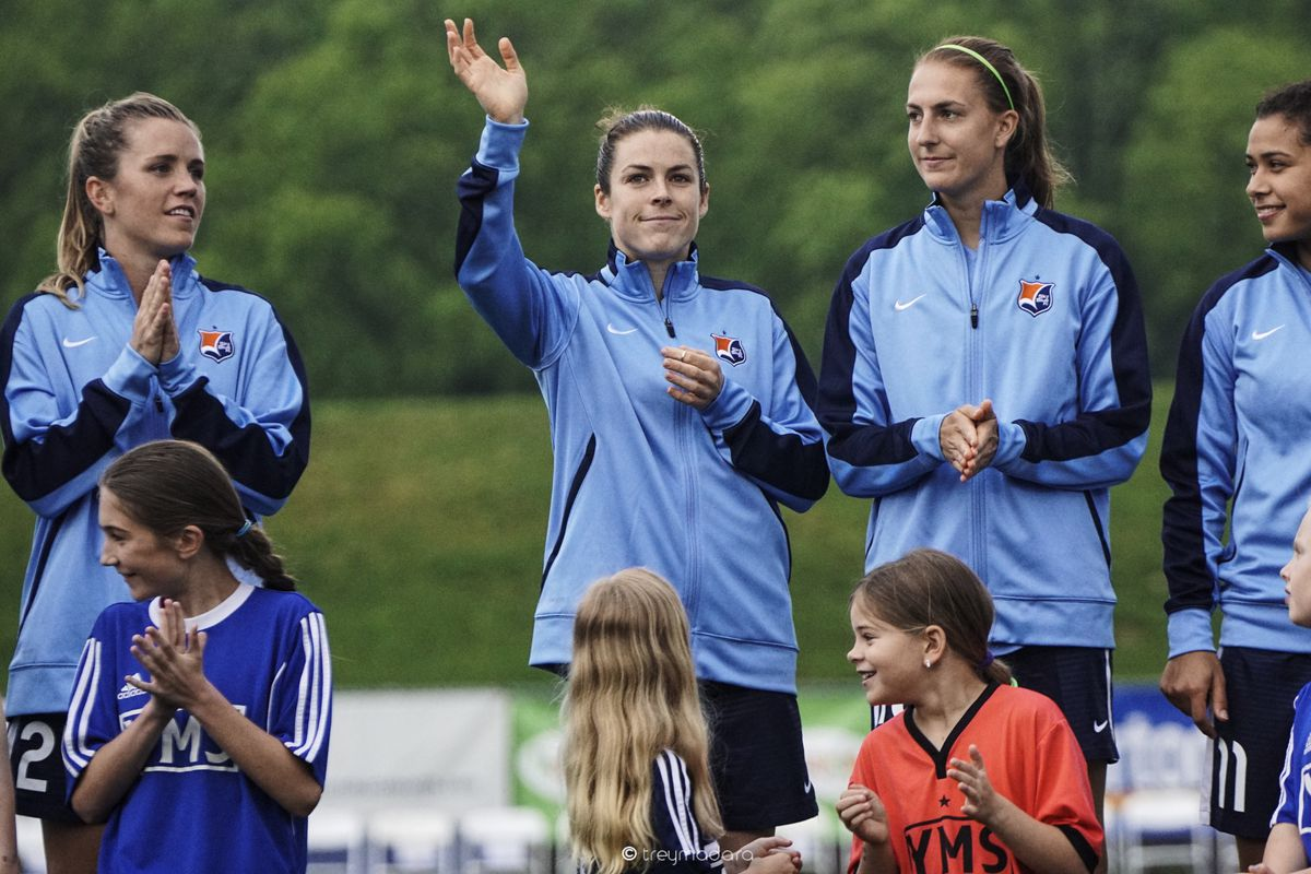 Kelley O'Hara waves to fans before a SBFC game