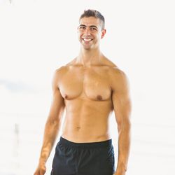 """<a href=""""http://ny.racked.com/archives/2013/08/13/hottest_trainer_contestant_16_mike_bell.php""""><b>Mike Bell</b></a>. Photo by <a href=""""http://peladopelado.com/"""">Driely S</a>"""