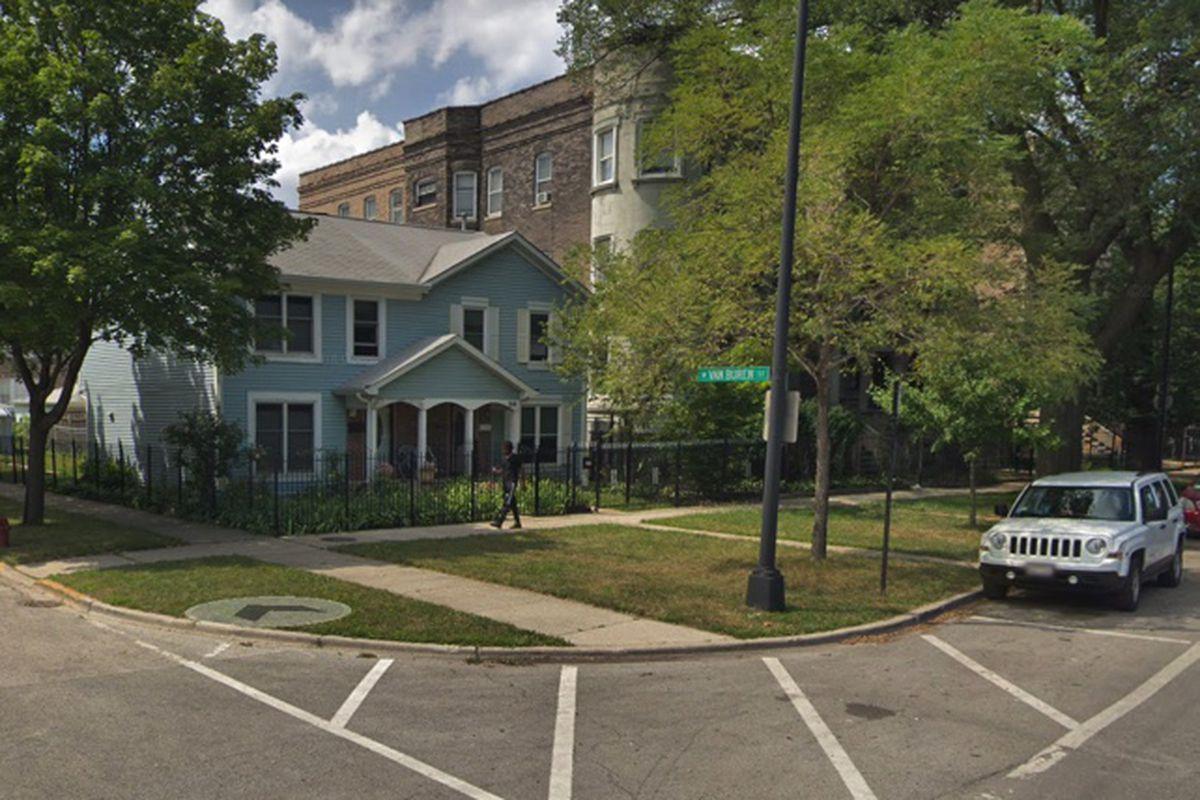 West Garfield Park shooting: Food delivery driver shot in chest on Van Buren Street