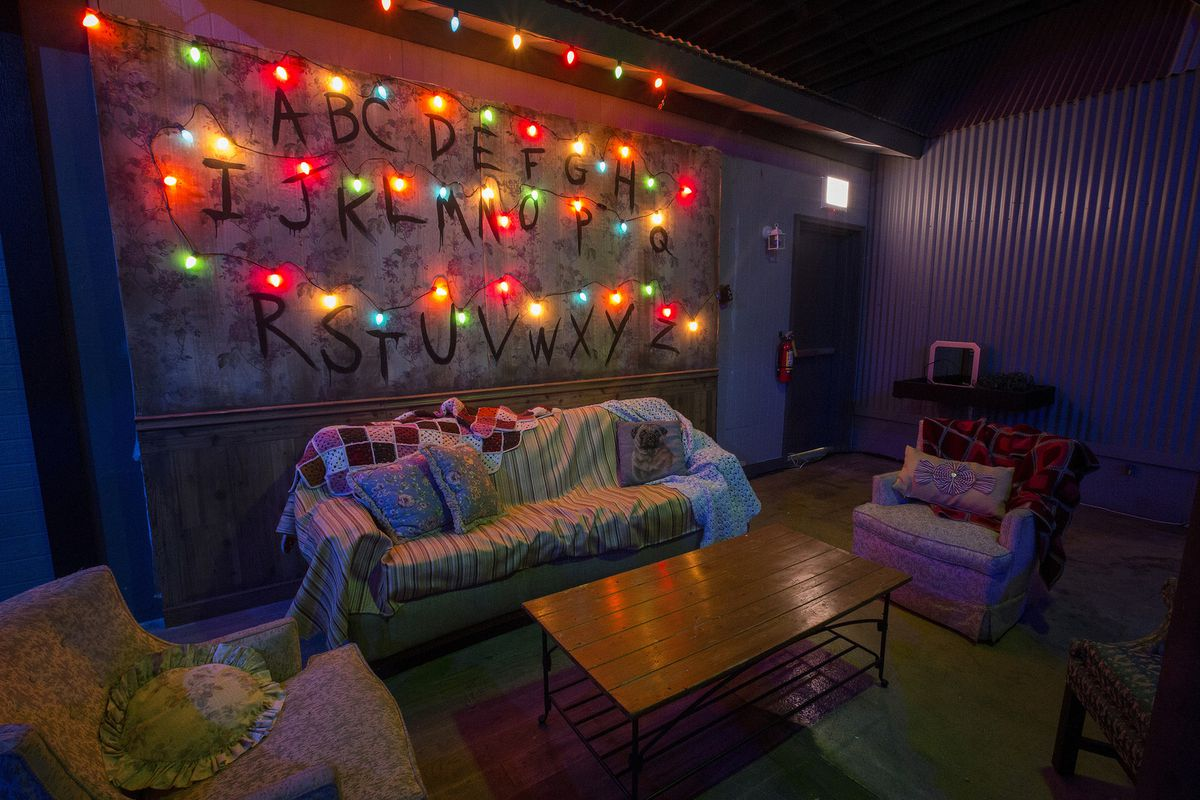 a look inside the stranger things bar pop up in chicago eater chicago. Black Bedroom Furniture Sets. Home Design Ideas