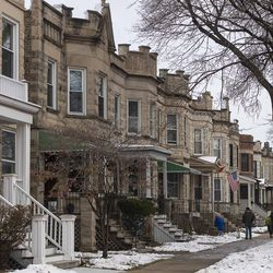 A row of homes, in Lincoln Square. | Tyler LaRiviere/Sun-Times