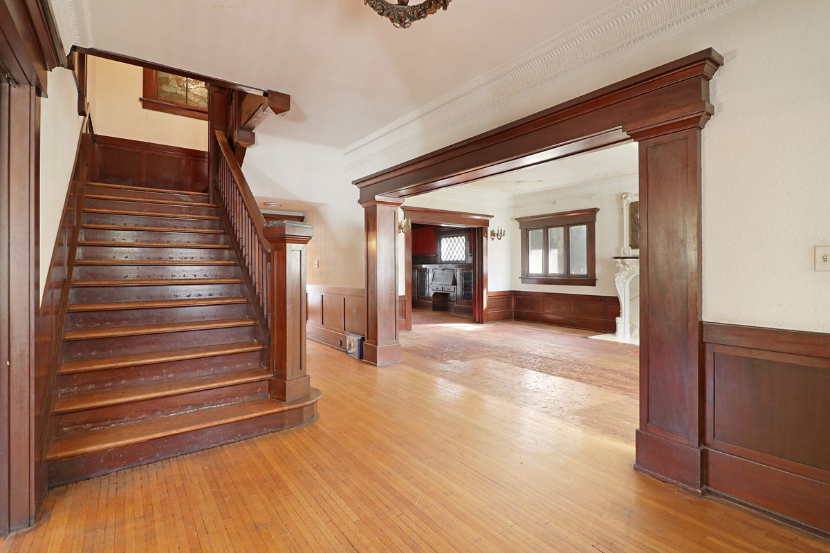 Entryway with master staircase