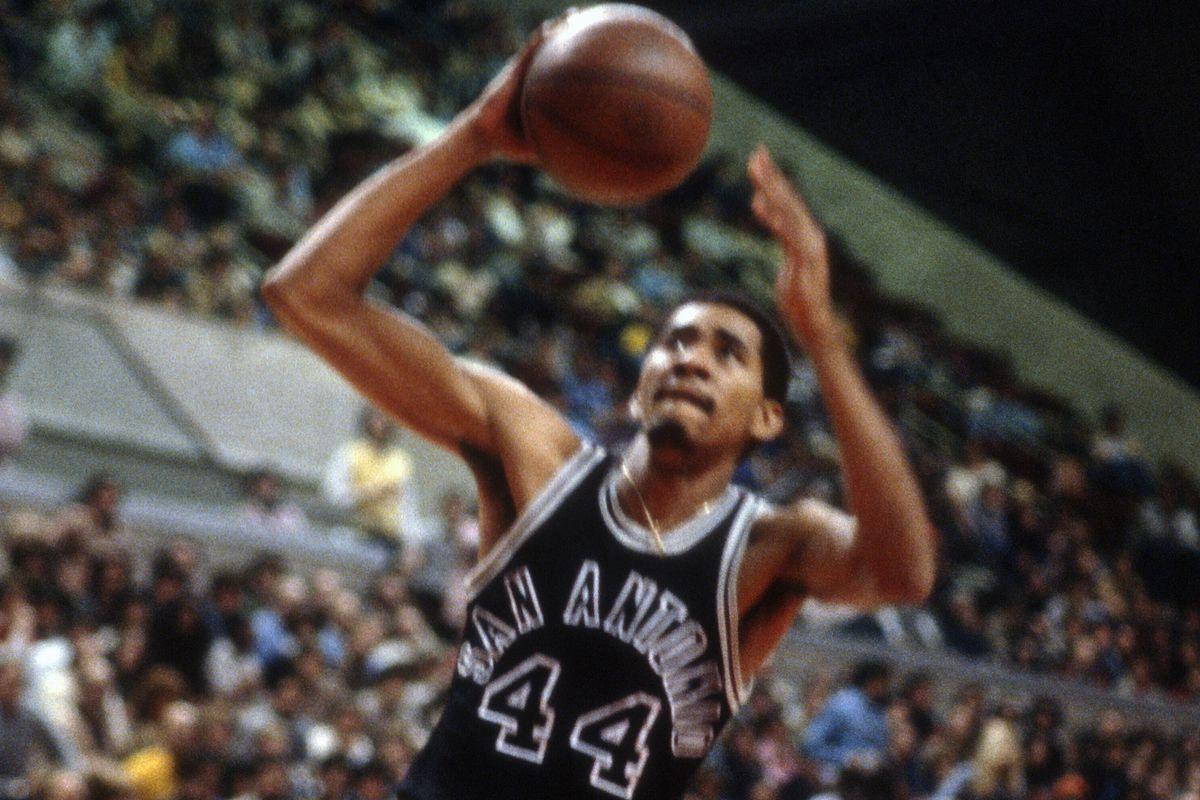 San Antonio Spurs v New Jersey Nets