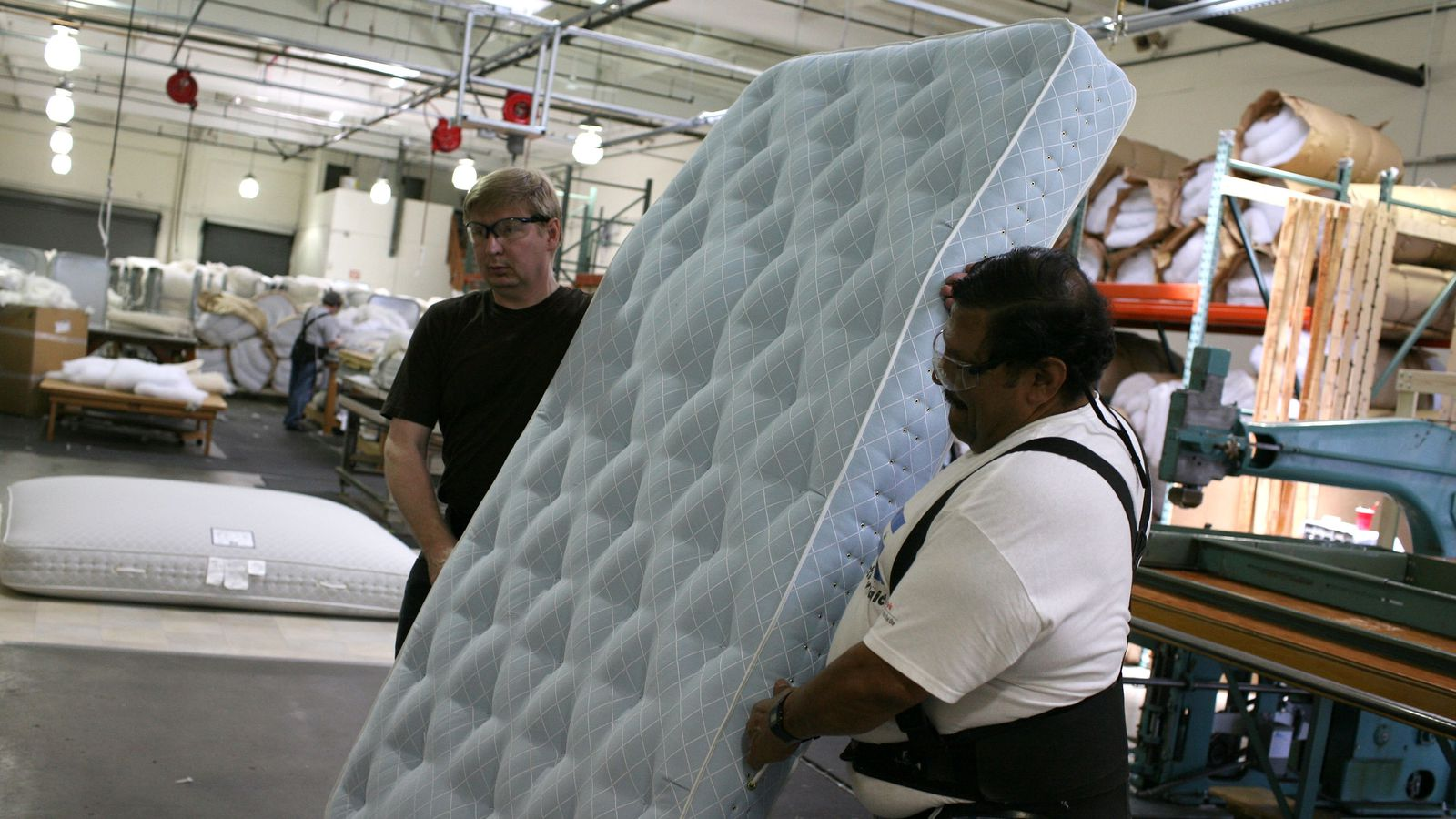 Mattress stores want to rip you off. Here's how to fight back.