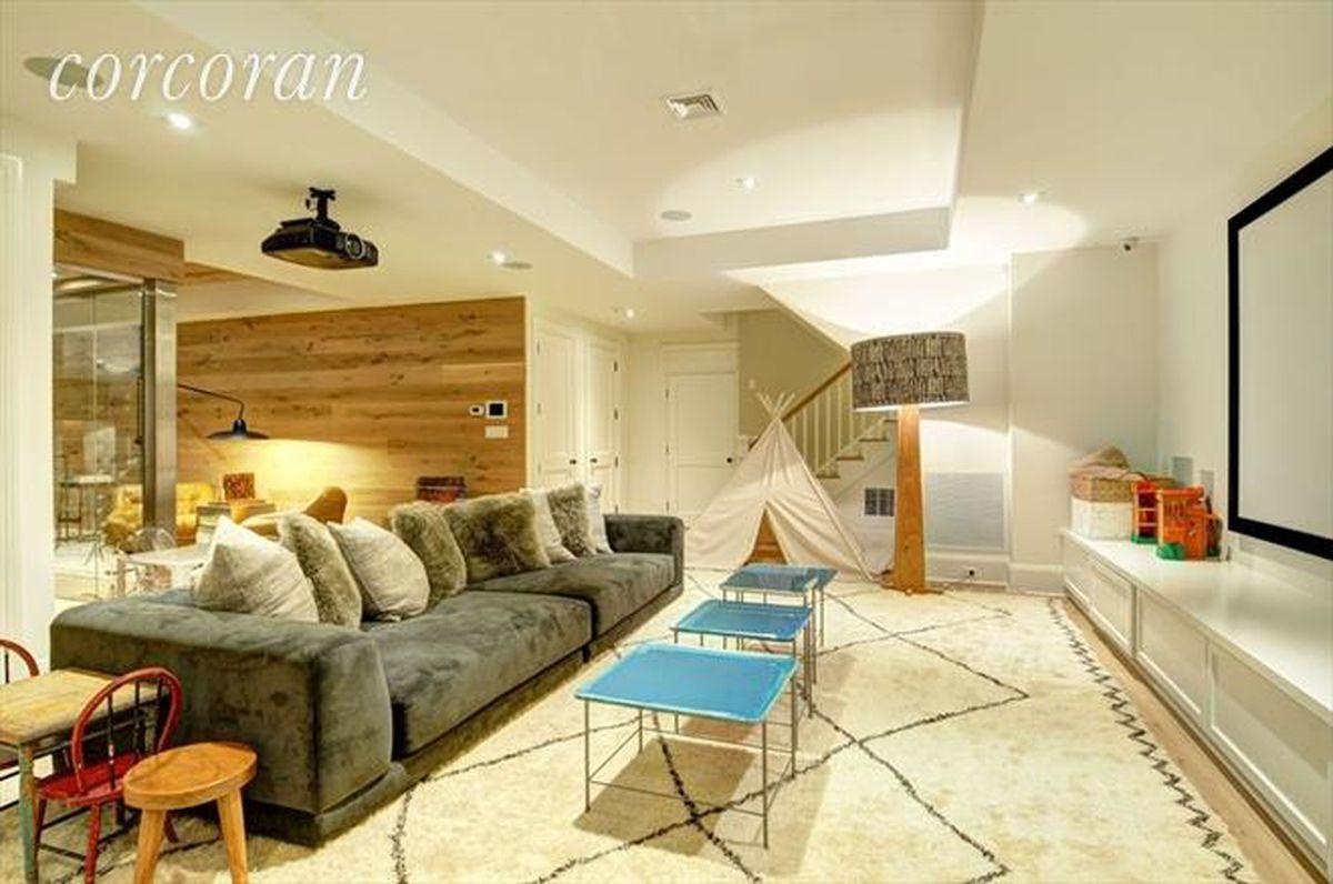 Standalone Kitchen Island Bridgehampton Property On The Market For The Fourth Time