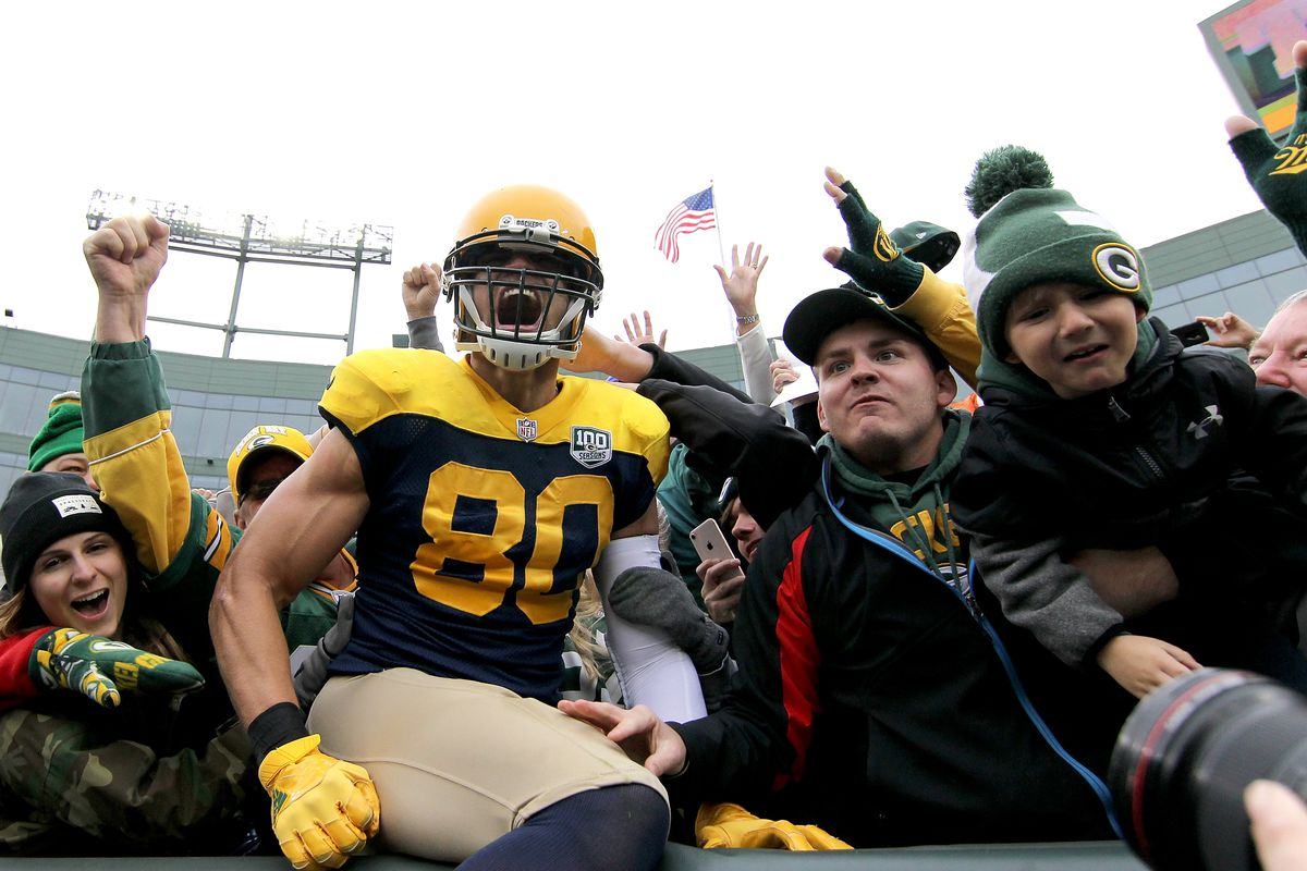 e8df04390 Jimmy Graham is set to shatter Packers  tight end receiving records this  season