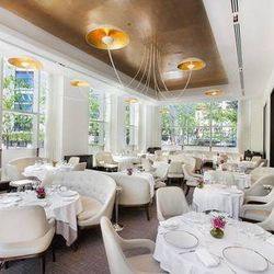 """<a href=""""http://ny.eater.com/archives/2014/04/pete_wells_gives_four_sparklers_to_jean_georges.php"""">Pete Wells Gives Four Sparklers to Jean-Georges</a>"""
