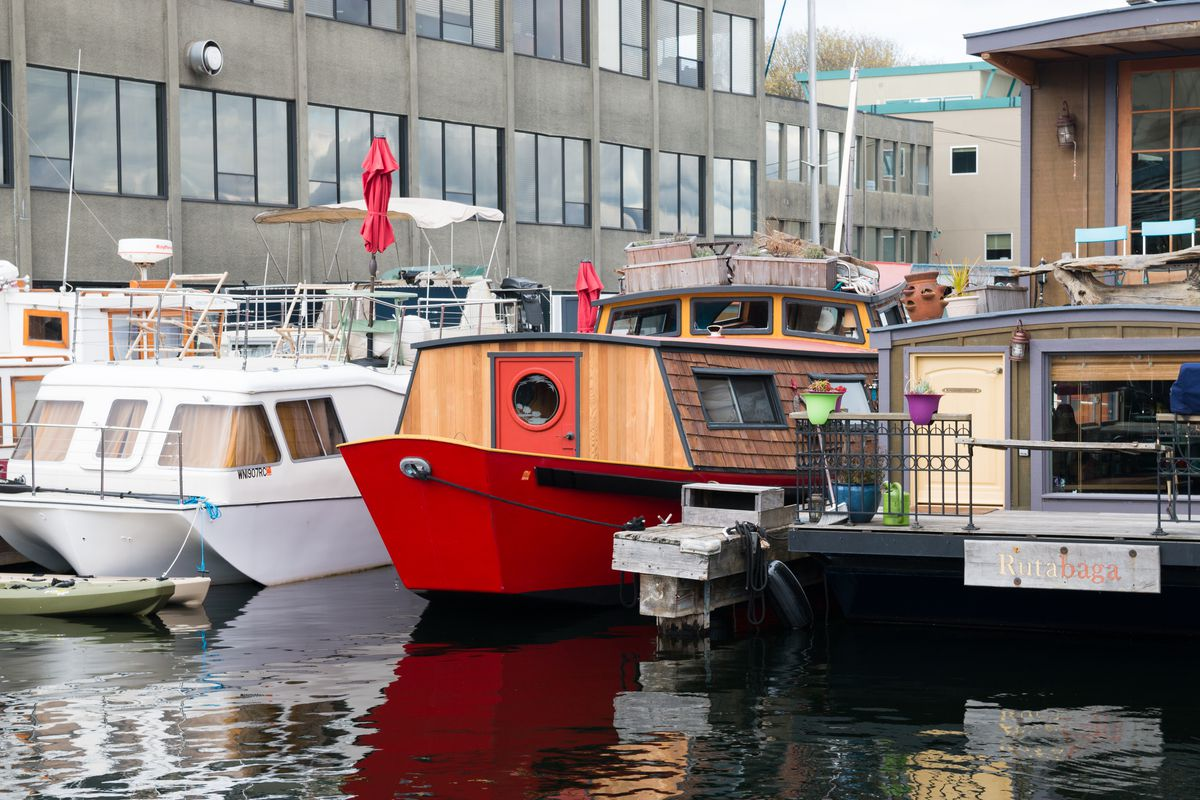 Seattle Short-term houseboat rentals for testing out a life