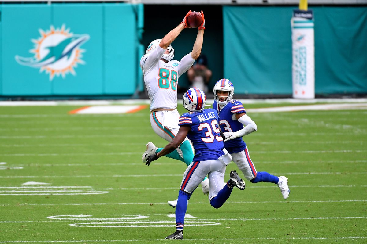 Dolphins tight end Mike Gesicki catches a pass between Buffalo Bills strong safety Micah Hyde and cornerback Levi Wallace during the second half at Hard Rock Stadium