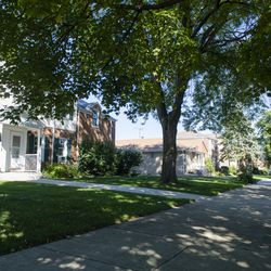 Edison Park homes on Devon Avenue. | Tyler LaRiviere/Sun-Times