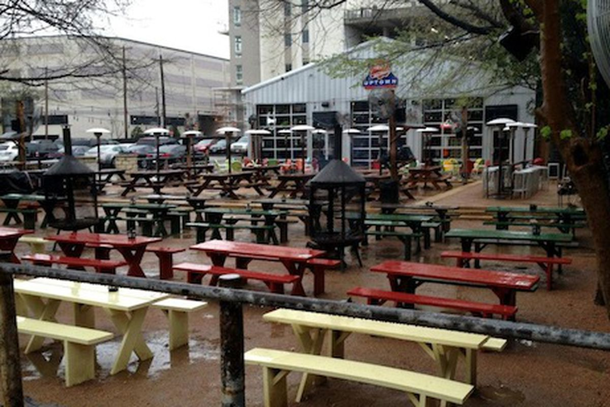 Even when wet, Katy Trail Ice House looks inviting.