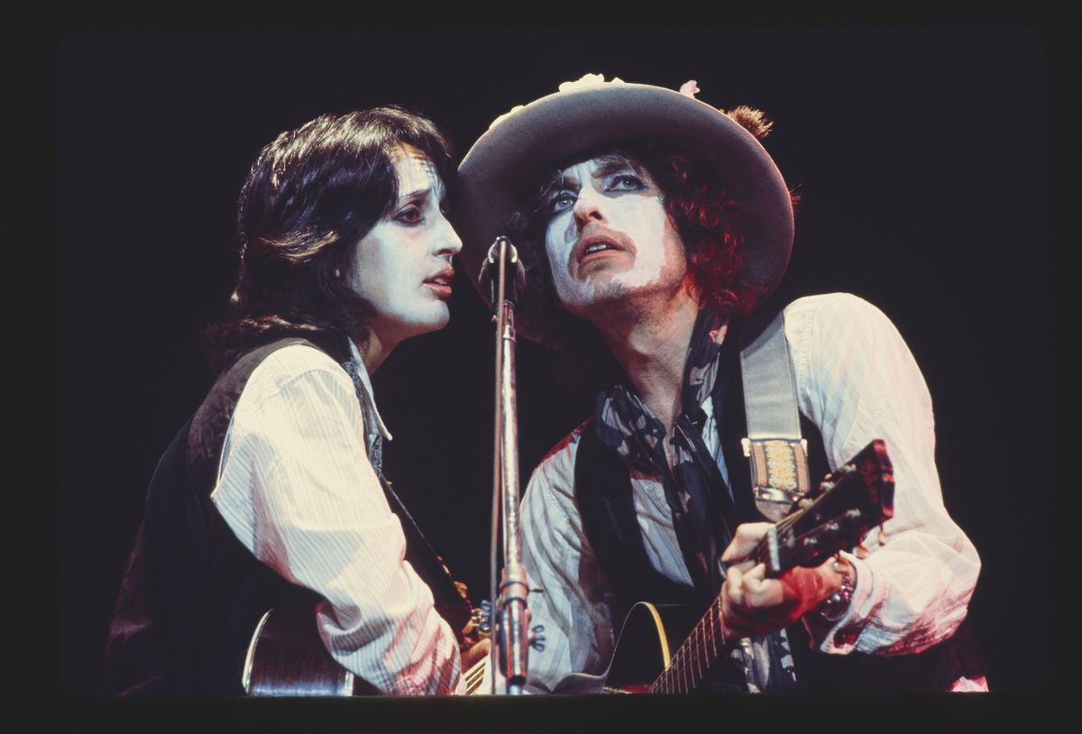 Bob Dylan singing during the Rolling Thunder Revue