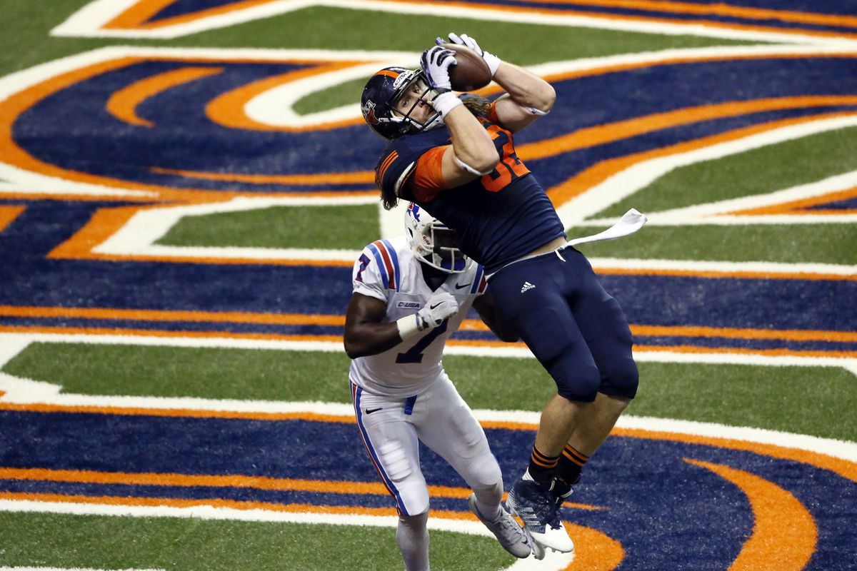 David Morgan rises for a touchdown catch against Louisiana Tech