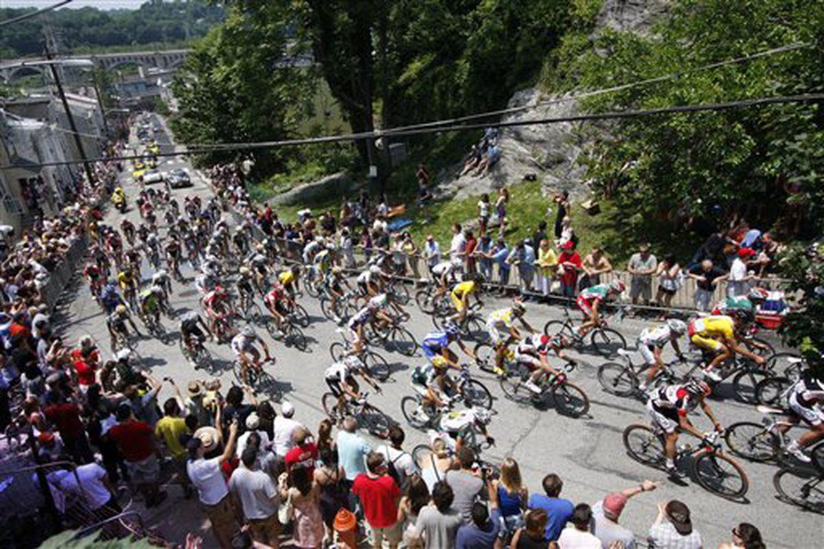 "via <a href=""http://cycling.lohudblogs.com/files/2009/06/philadelphia-cycling_wolf3.jpg"">cycling.lohudblogs.com</a>"