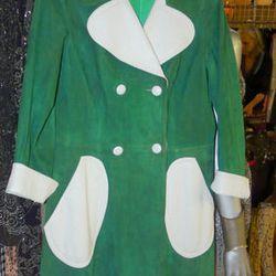 A rare colorblocked mod coat at Vintagelemonde