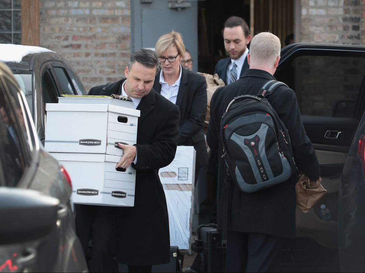 Federal agents remove computer equipment and document boxes from the Southwest Side office of Ald. Ed Burke on Nov. 29. | Scott Olson/Getty Images