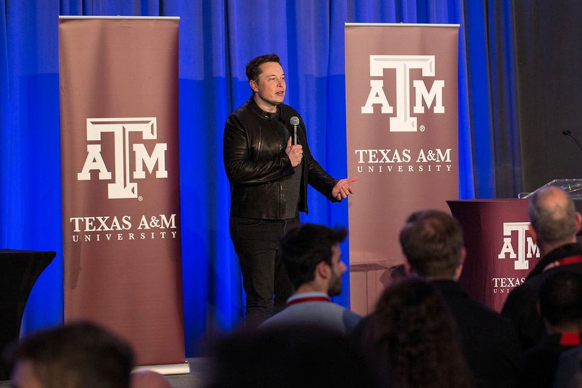 MIT Wins Hyperloop Competition, and Elon Musk Makes a Cameo