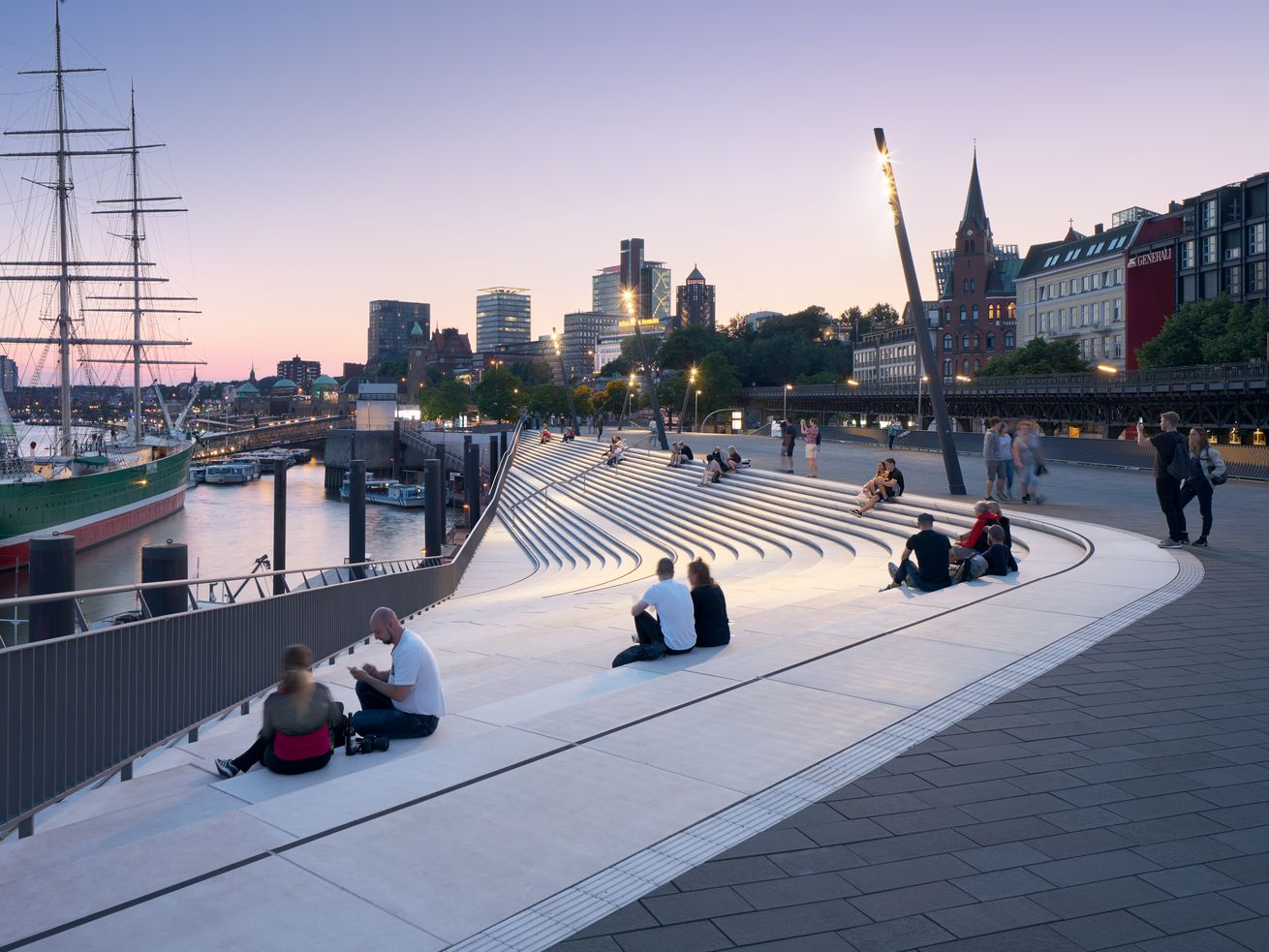 Zaha Hadid Architects?s Hamburg river promenade protects against storm surges