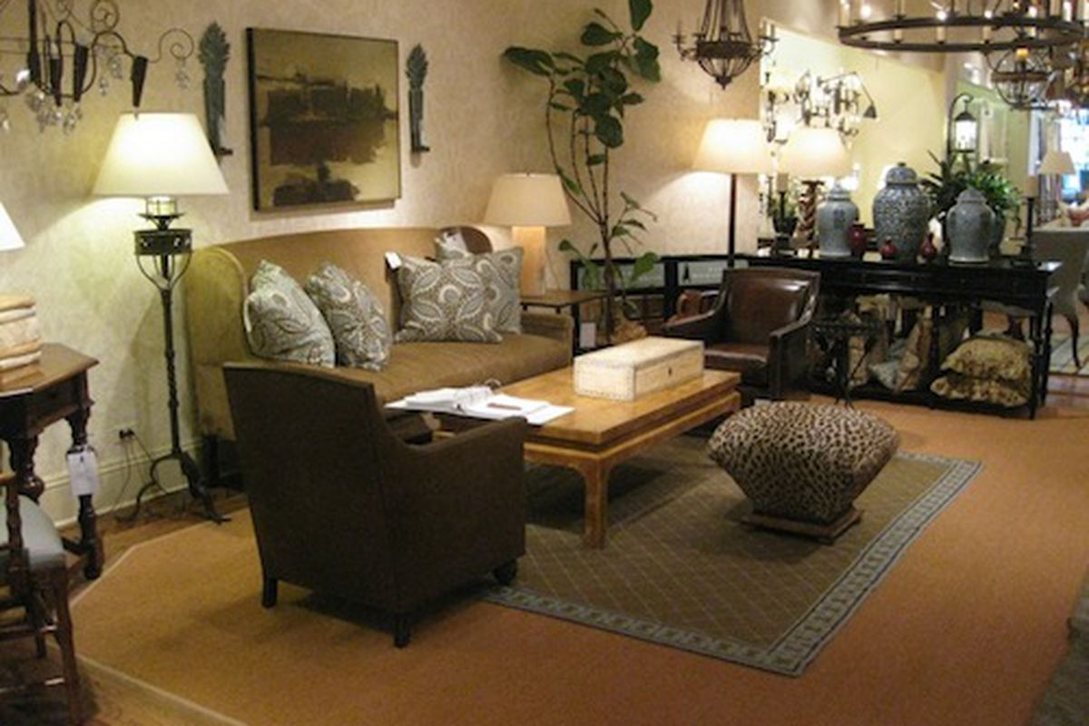 """Image via <a href=""""http://exuberanthome.com/lovely-things-vignettes-from-merchandise-mart/"""">Exhuberant Home</a>"""