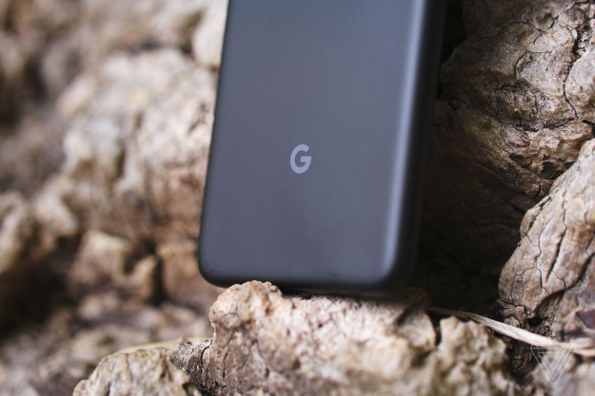 Tidak ada pengisian daya nirkabel di Google Pixel 4A.