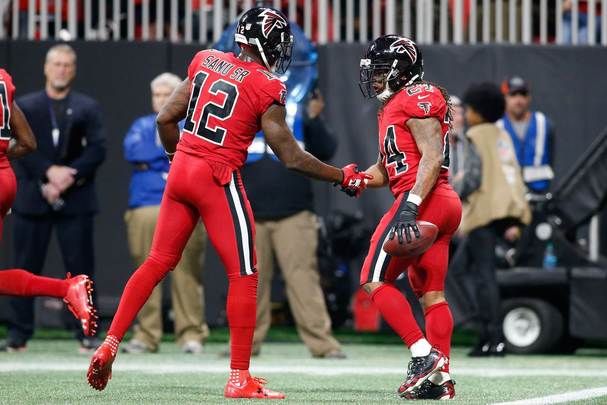 Did Sean Payton aim a choking sign at Devonta Freeman?