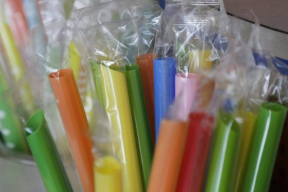 Many people have abandoned single-use plastics, like straws, instead opting for more environmentally friendly alternatives. But experts are warning people to be careful when using metal straws after a woman was impaled by one.