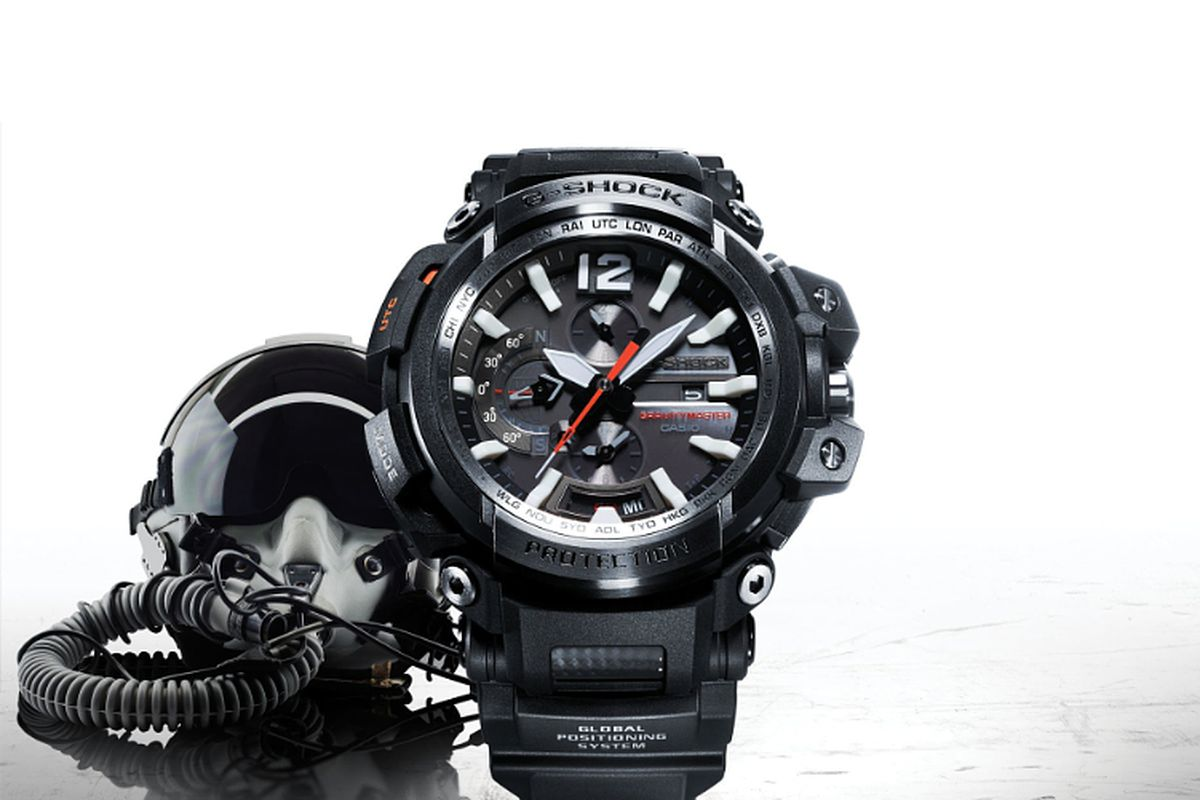 85ec3ed94 Casio's updated watch for pilots can track GPS coordinates and sync over  Bluetooth