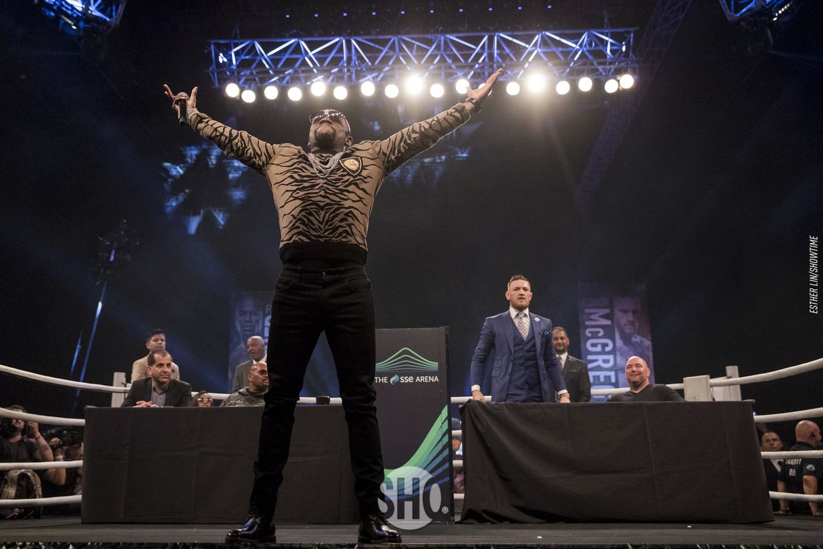 Floyd Mayweather playing to the crowd during the London stop on the MayMac World Tour.