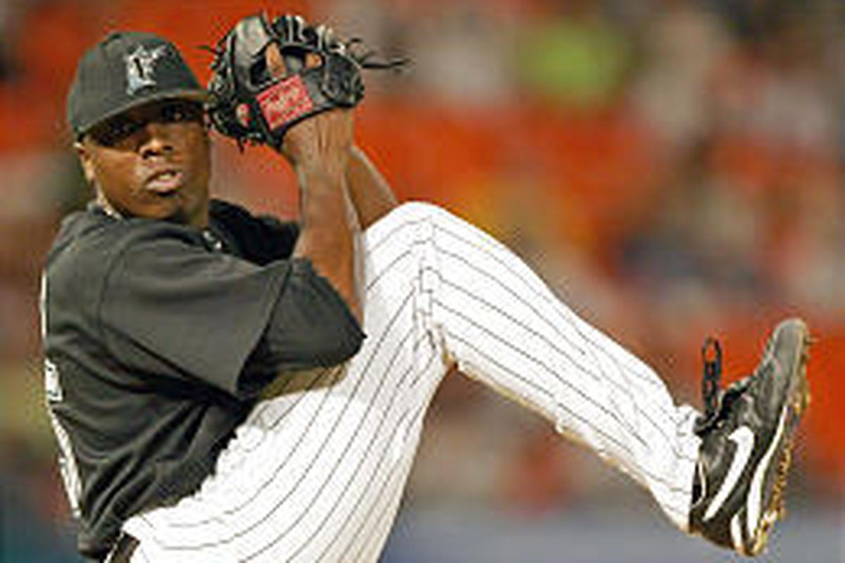 Florida's Dontrelle Willis, pitching against the Mets, set a Marlins' season record with his 19th victory.