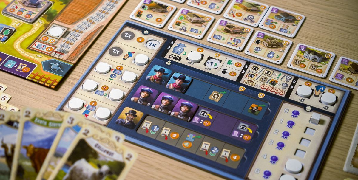 A player sideboard in Great Western Trail shows hands hired on and the bonuses accumulated so far.