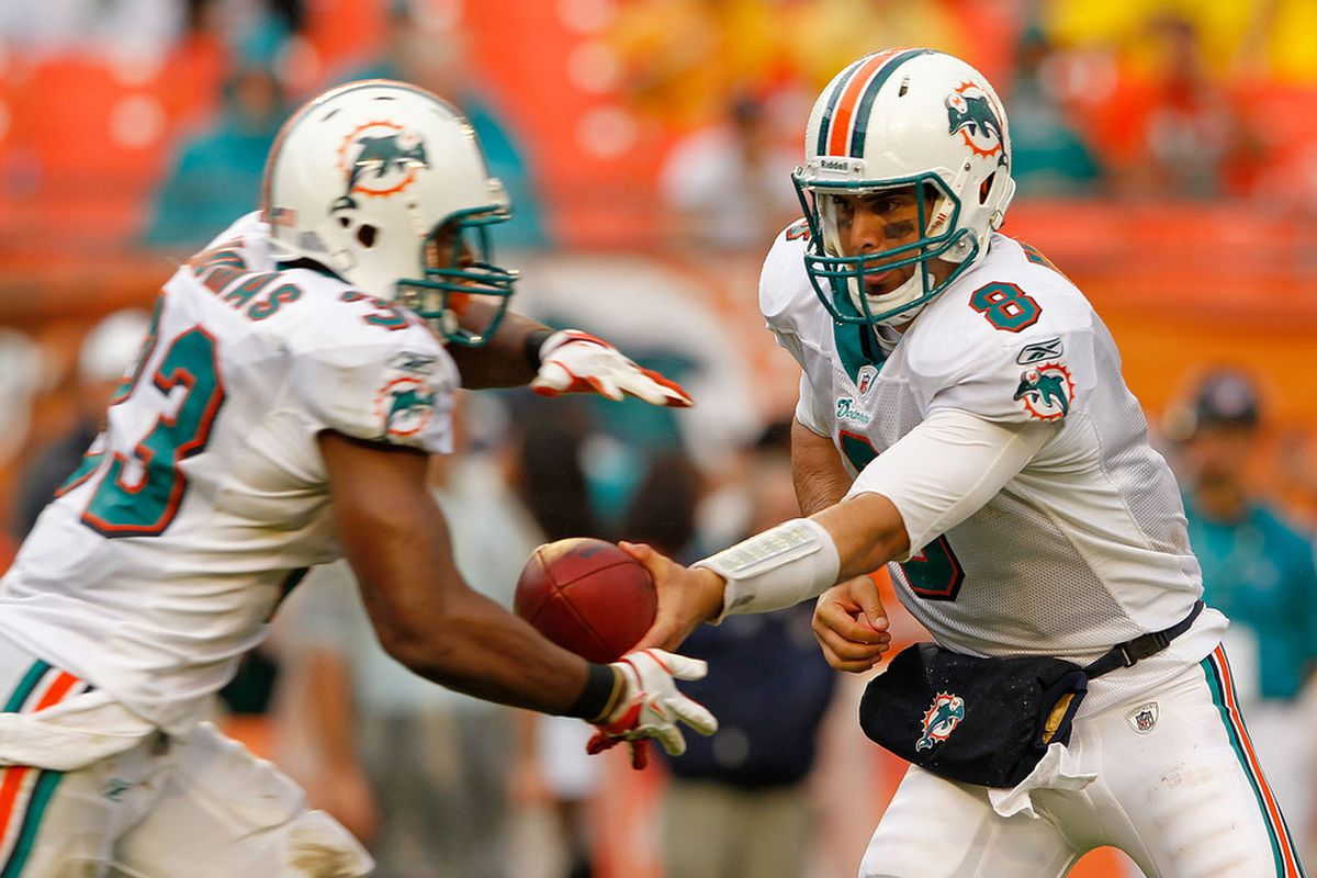 MIAMI GARDENS, FL - NOVEMBER 20:  Matt Moore #8 of the Miami Dolphins hands off to  Daniel Thomas #33 during a game against the Buffalo Bills at Sun Life Stadium on November 20, 2011 in Miami Gardens, Florida.  (Photo by Mike Ehrmann/Getty Images)