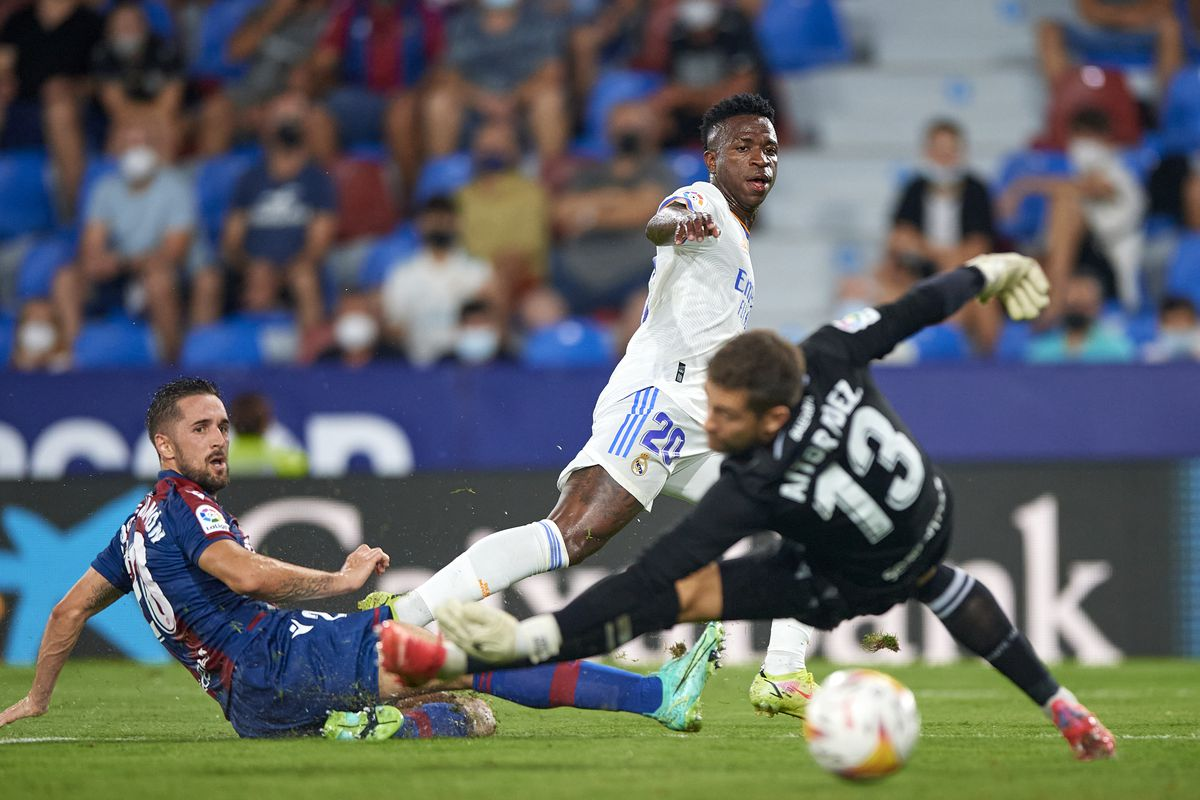 Levante UD v Real Madrid CF - La Liga Santander