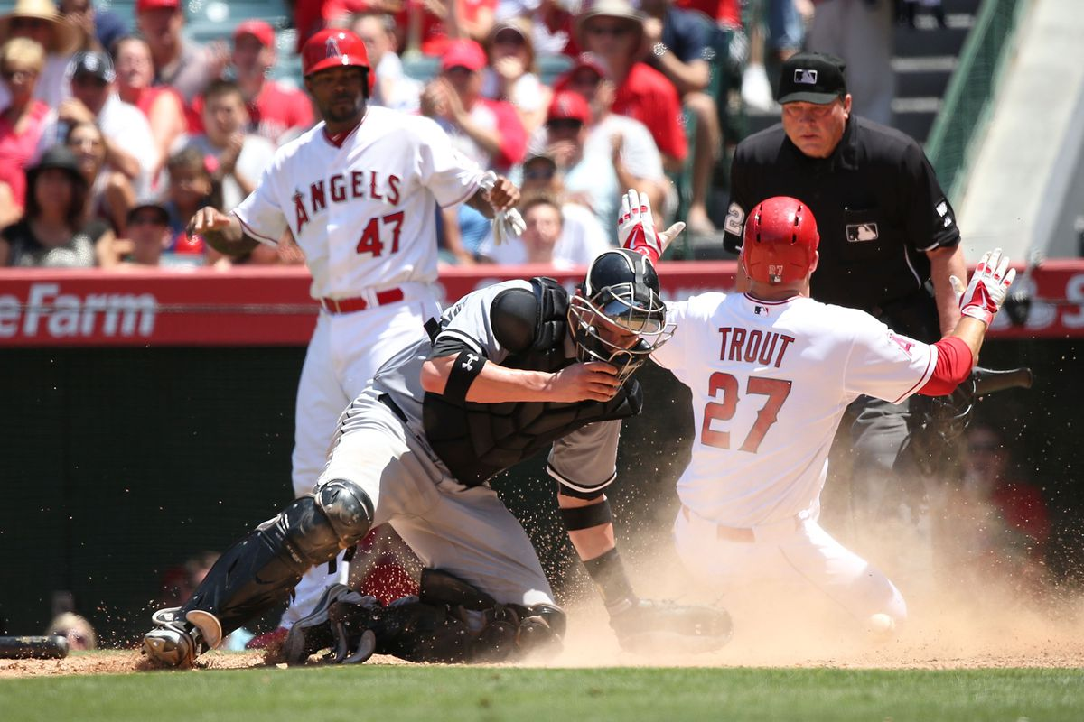 Mike Trout scores on Josh Hamilton's fifth inning single