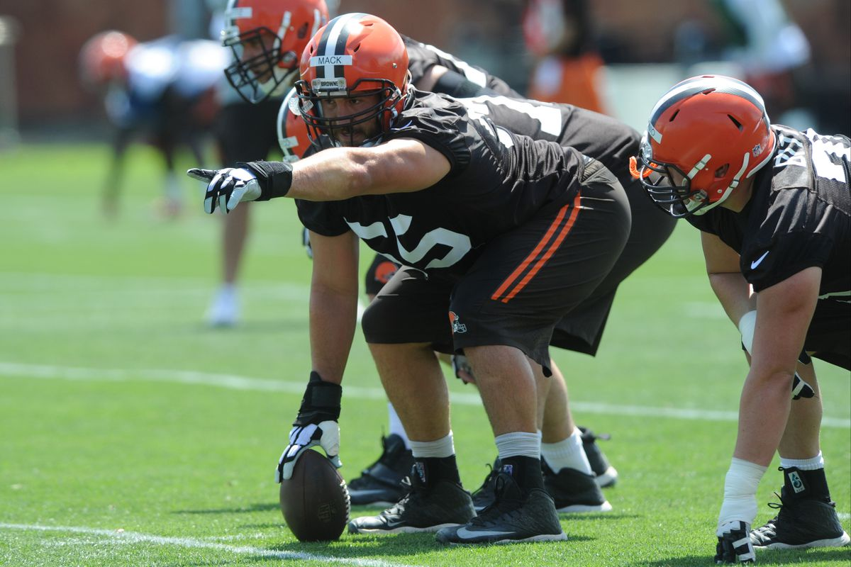 Alex Mack Officially Signs With Atlanta Falcons On Five Year Deal