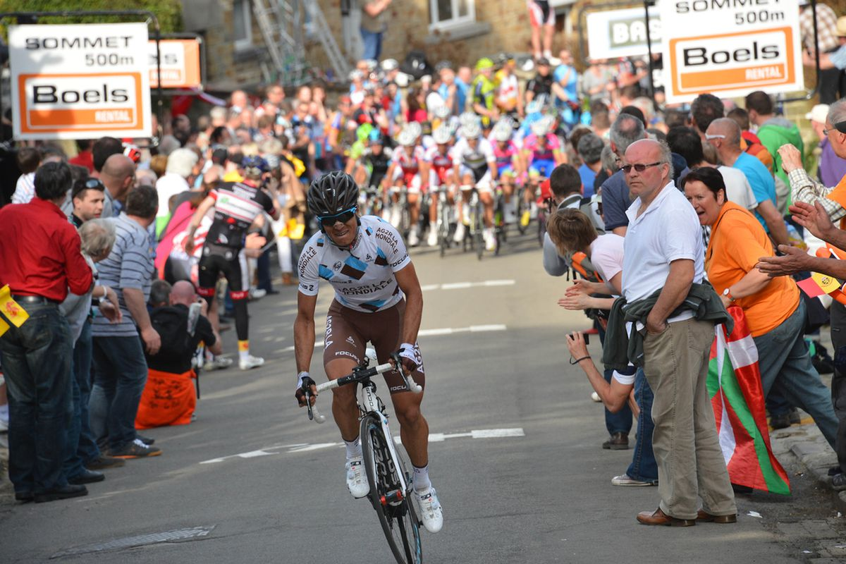 Carlos Betancur attacks with 600m to go.