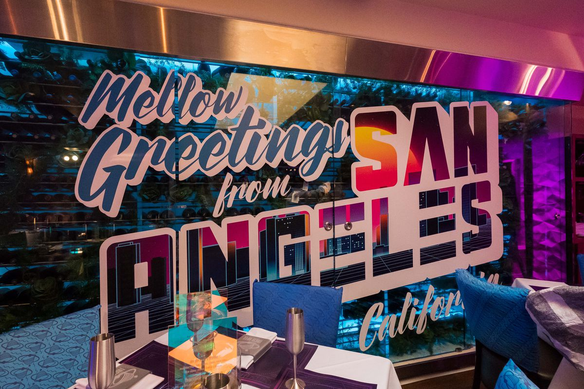 Behold Comic Con S Futuristic Taco Bell From Demolition