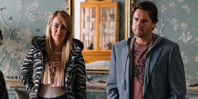 Sarah Paulson and Luke Wilson in The Goldfinch.