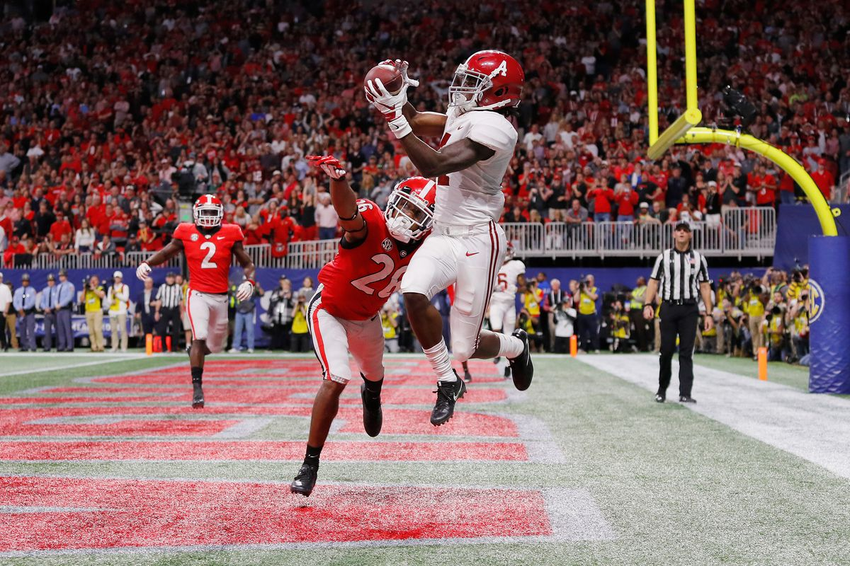 Alabama Crimson Tide WR Jerry Jeudy catches a touchdown pass beyond Georgia Bulldogs CB Tyrique McGhee during the 2018 SEC Championship Game, Dec. 1, 2018.