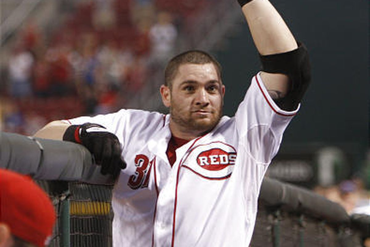 Cincinnati's Jonny Gomes waves to the crowd during his curtain call on Thursday.
