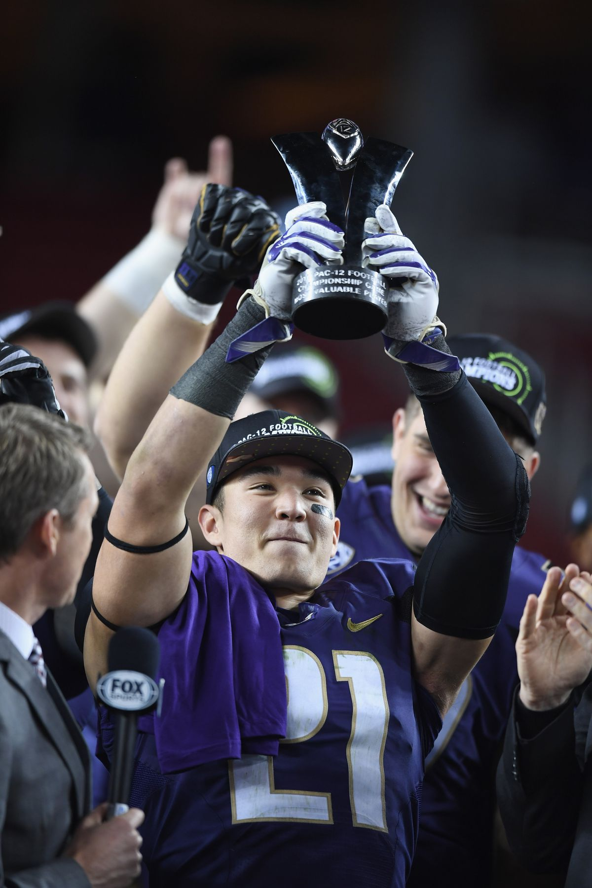 Washington Huskies S Taylor Rapp celebrates after beating the Colorado Buffaloes in the Pac-12 Championship, Dec. 2, 2016.