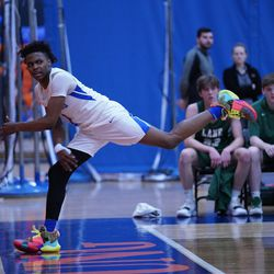 Proviso East's Devin Spencer (1) saves the ball from going out of bounds, Wednesday 02-27-19. Worsom Robinson/For Sun-Times