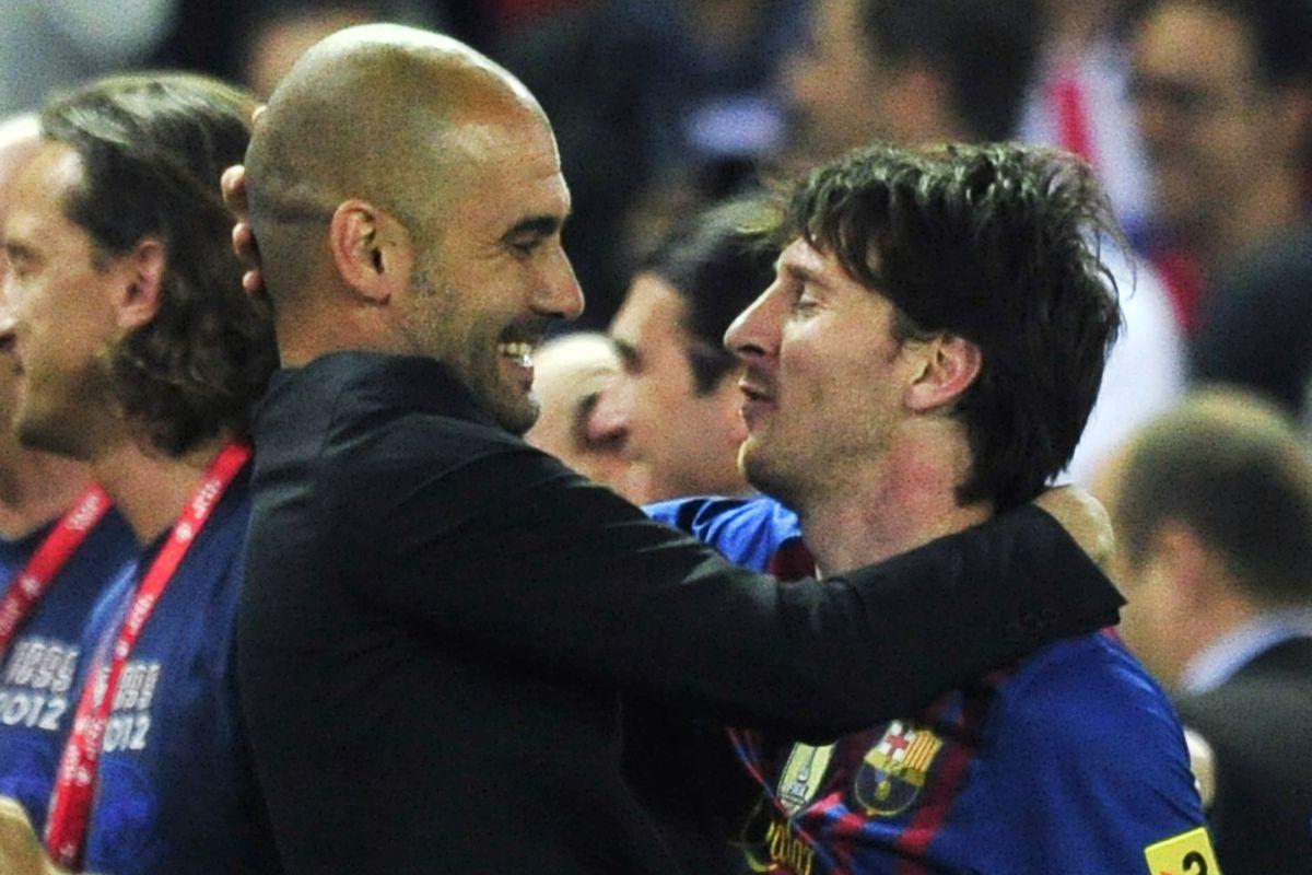 Barcelona's coach Josep Guardiola (L) em