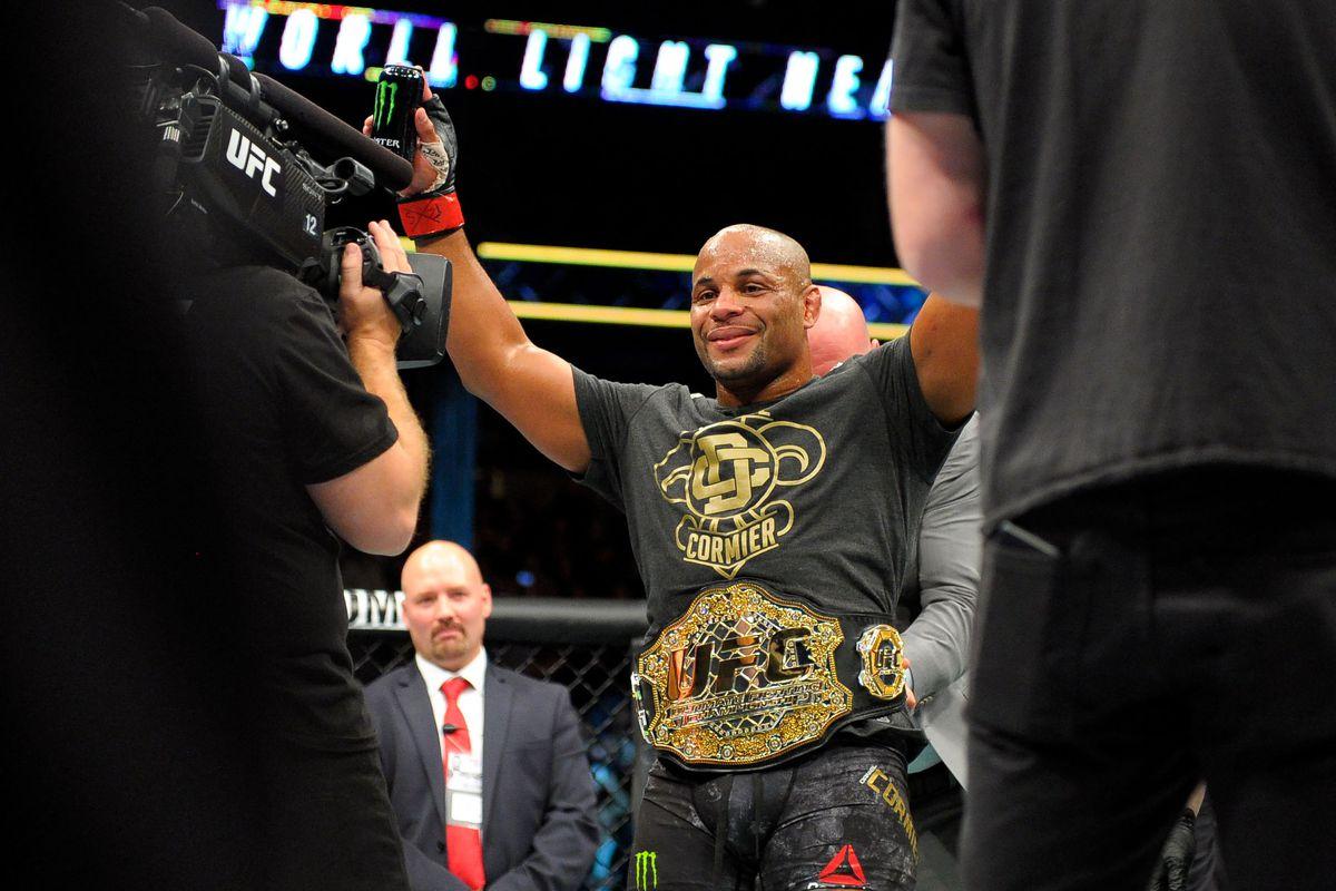 MMA: UFC 220- Cormier vs Oezedmir