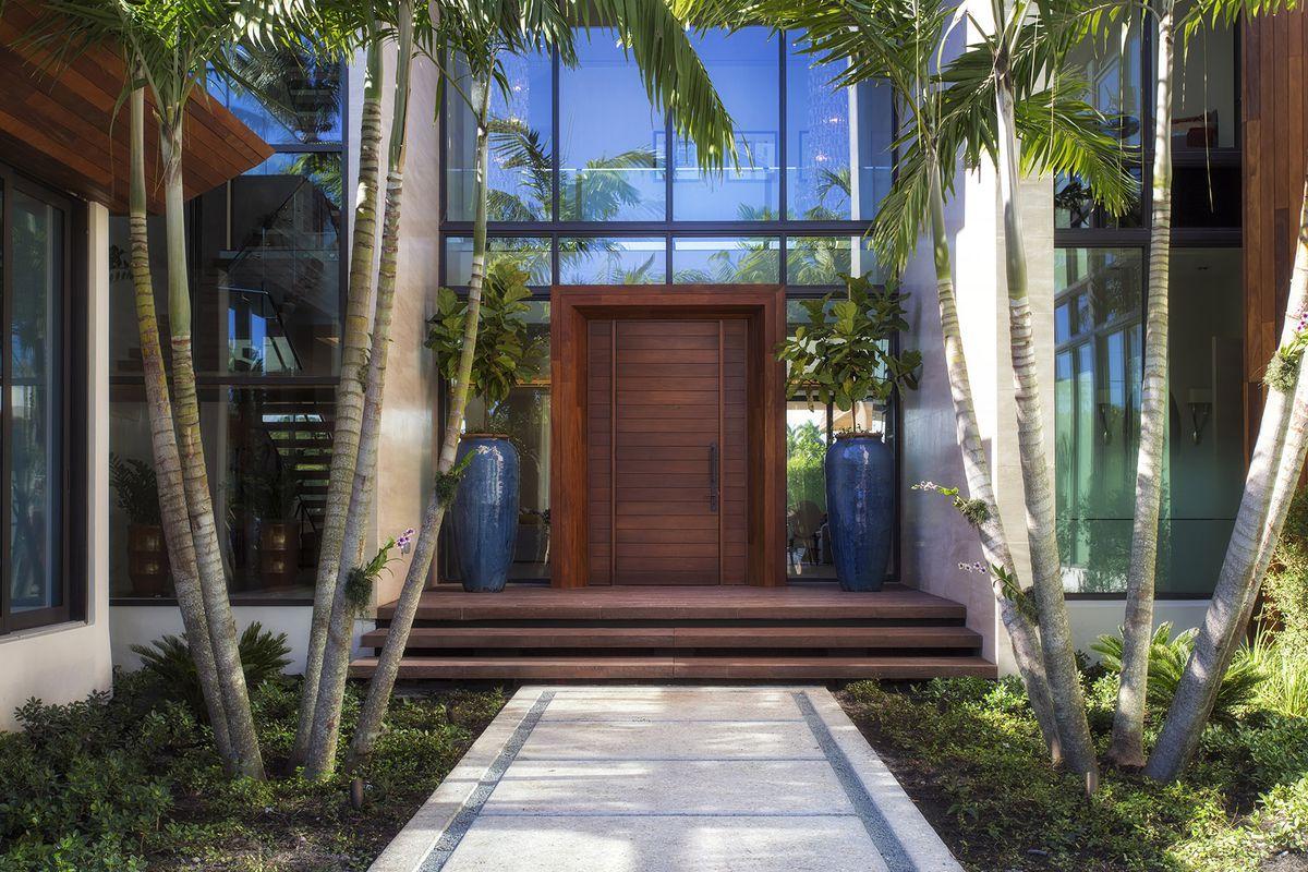 Miami Beach stunner near Chris Bosh, Dwyane Wade seeks $27M