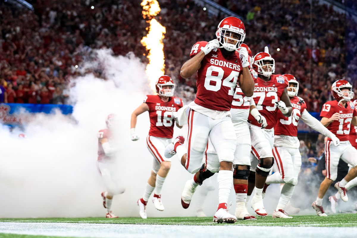 Lee Morris of the Oklahoma Sooners takes the field prior to the Chick-fil-A Peach Bowl vs the LSU Tigers at Mercedes-Benz Stadium on December 28, 2019 in Atlanta, Georgia.