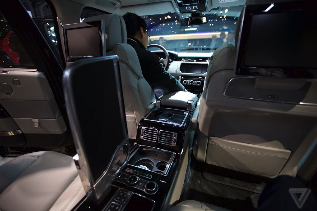 2015 Range Rover Price >> The Range Rover SV Autobiography is a ridiculously expensive tailgating SUV | The Verge