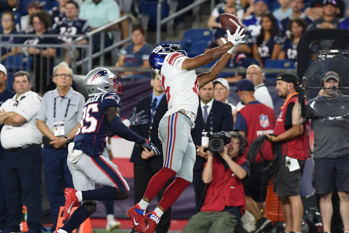 New York Giants wide receiver Golden Tate makes a catch while New England Patriots defensive back Keion Crossen defends during the first half at Gillette Stadium.
