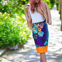 """Liz of <a href=""""http://www.lateafternoonblog.com""""target=""""_blank"""">Late Afternoon</a> is wearing a <a href=""""http://www.millyny.com/shop/skirts-and-shorts/long-pencil-skirt.html?___store=default&siteID=QFGLnEolOWg-8X68xAJTQCFXJJcn1Ngn0g&utm_source=QFGLnEolOW"""